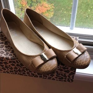 French Sole Women's size 11 euro 42